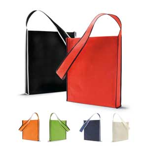 Shoulder bag. Non-woven: 80 g/m². 95 cm handle. 350 x 390 x 60 mm